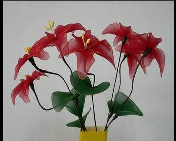 凡是在生活中能够见到的花卉都能够做成丝网花,像荷花,玫瑰,蝴蝶兰